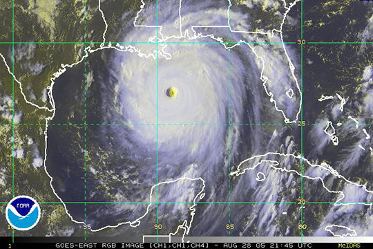 Satellite imgery of Hurricane Katrina heading for New Orleans